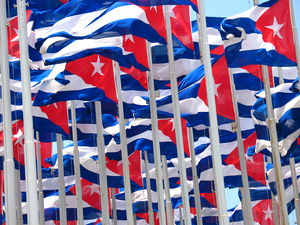 English: Flags of Cuba in La Habana Español: B...