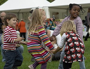 English: Children dancing, International Peace...