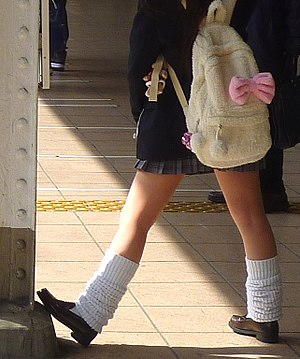 English: A stereotypical fashion of high schoo...