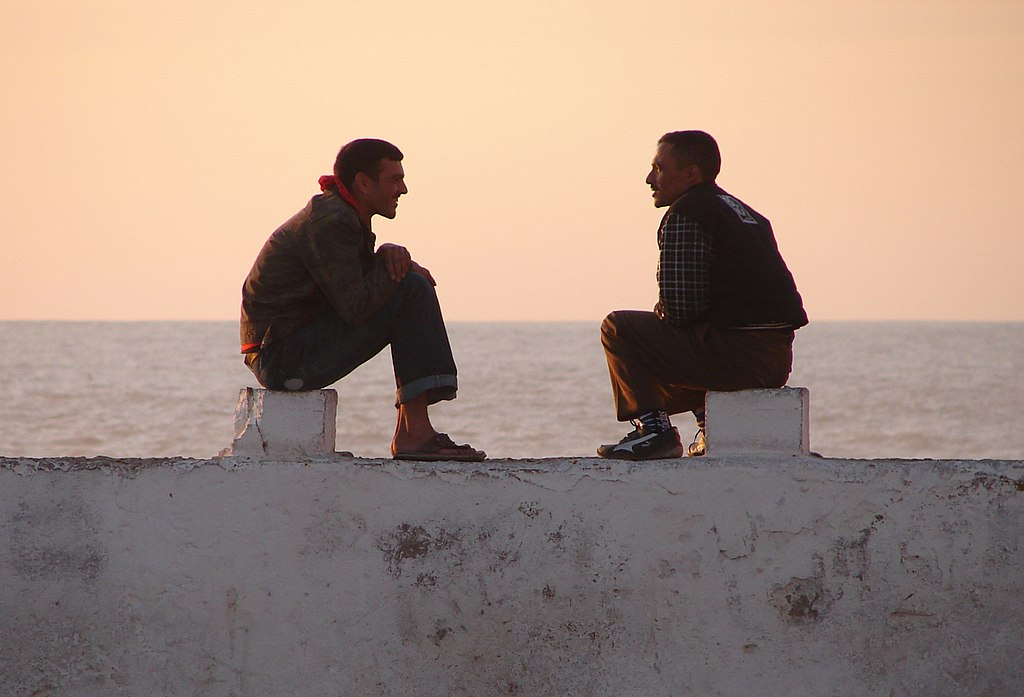https://i0.wp.com/upload.wikimedia.org/wikipedia/commons/thumb/f/fd/Meeting_On_The_Wall%2C_Essaouira_%285258780850%29.jpg/1024px-Meeting_On_The_Wall%2C_Essaouira_%285258780850%29.jpg