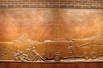 English: Memorial mural plaque dedicated to th...