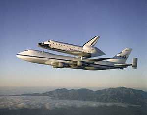 English: The Space Shuttle Atlantis atop the S...