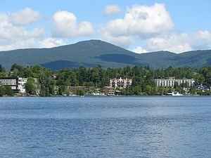 English: Mirror Lake in Lake Placid, NY. Looki...