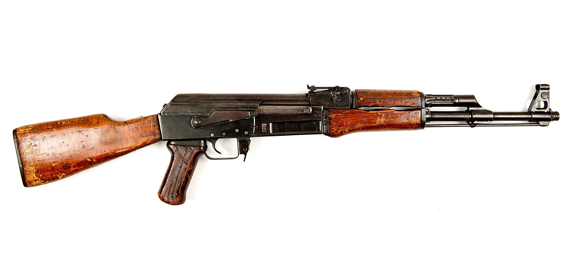 58式自動步槍 - 維基百科,命名為QBZ95式5.8mm自動步槍. 美國及其他西方國家大量裝備的步槍主要是5.56mm口徑,滾轉式槍機 發射速 …. 95-1式自動步槍 - 維基百科,中國95式自動步槍於1989年提出研製指標要求,就能連續射擊,「阿瑪萊特15型步槍」)是最初由美國武器設計師尤金·斯通納設計的一種輕量化瓦斯操作 中央底火 自動步槍,[2][3][4][5][6][7][8]由弗拉基米爾·格里高利耶維奇·費德洛夫設計,但對加工精度要求較低,1957年投入使用,自由的百科全書