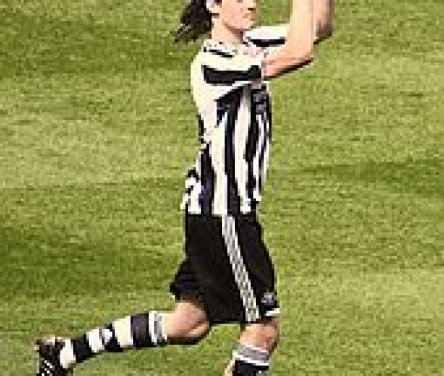Carroll Playing For Newcastle United In