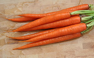 English: A bunch of carrots (Daucus carota), w...