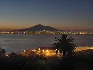 English: A view of Mount Vesuvius from a conve...