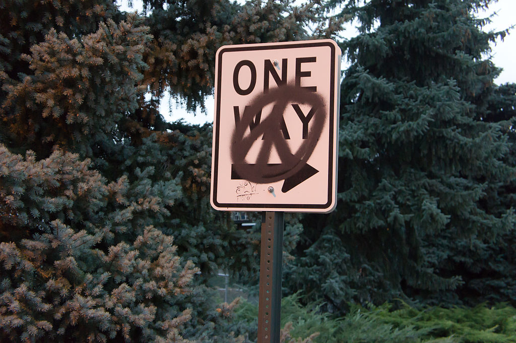 English: Graffiti in the form of a peace sign ...