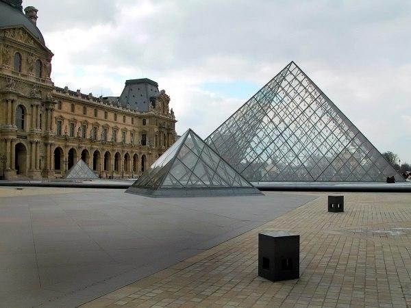 Glaspyramide Im Innenhof Des Louvre Wikipedia