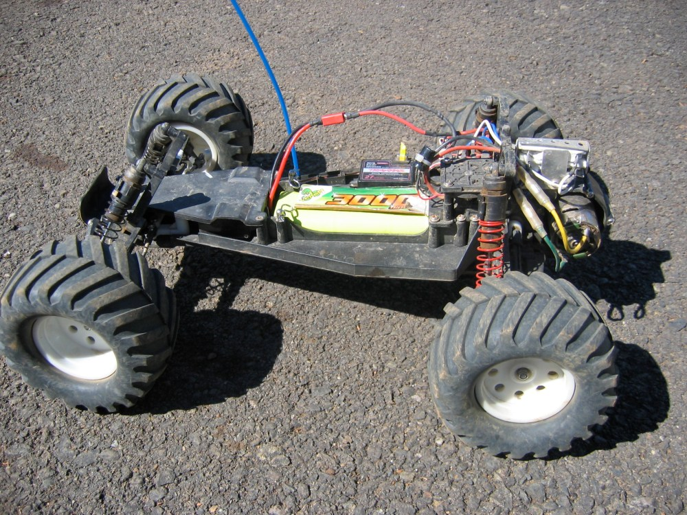 medium resolution of a traxxas electric rustler a rear wheel drive stadium truck without body radio controlled cars