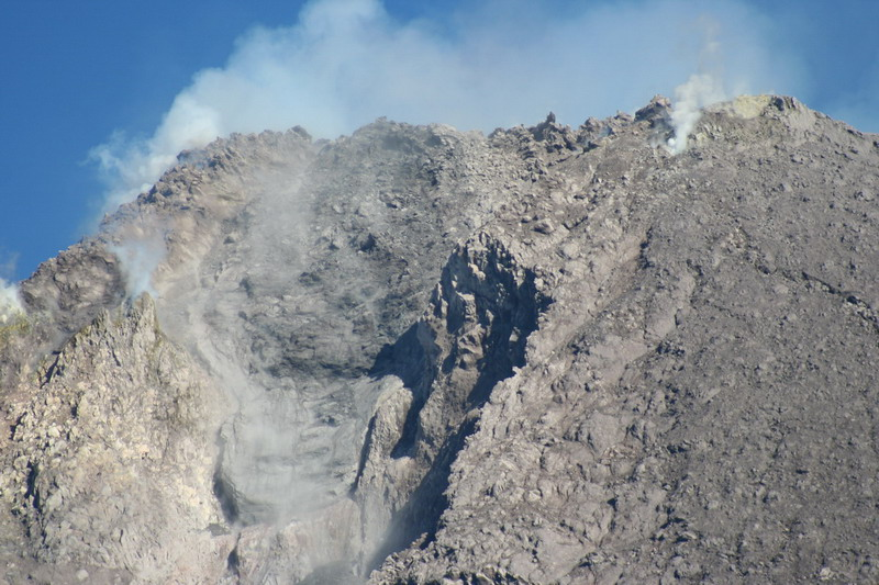 File:Kawah Merapi January-2007.jpg