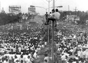 An iconic photo of the EDSA Revolution in the ...