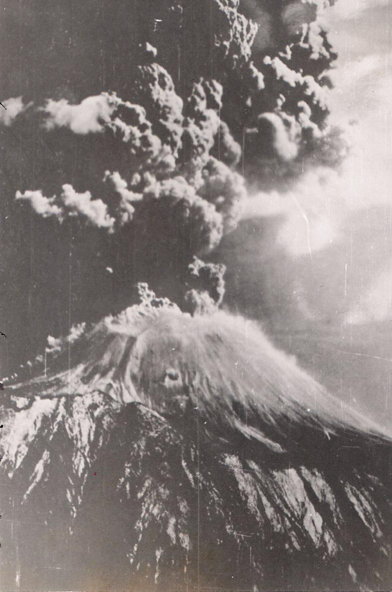 medium resolution of the march 1944 eruption of vesuvius by jack reinhardt b 24 tailgunner in the usaaf during world war ii