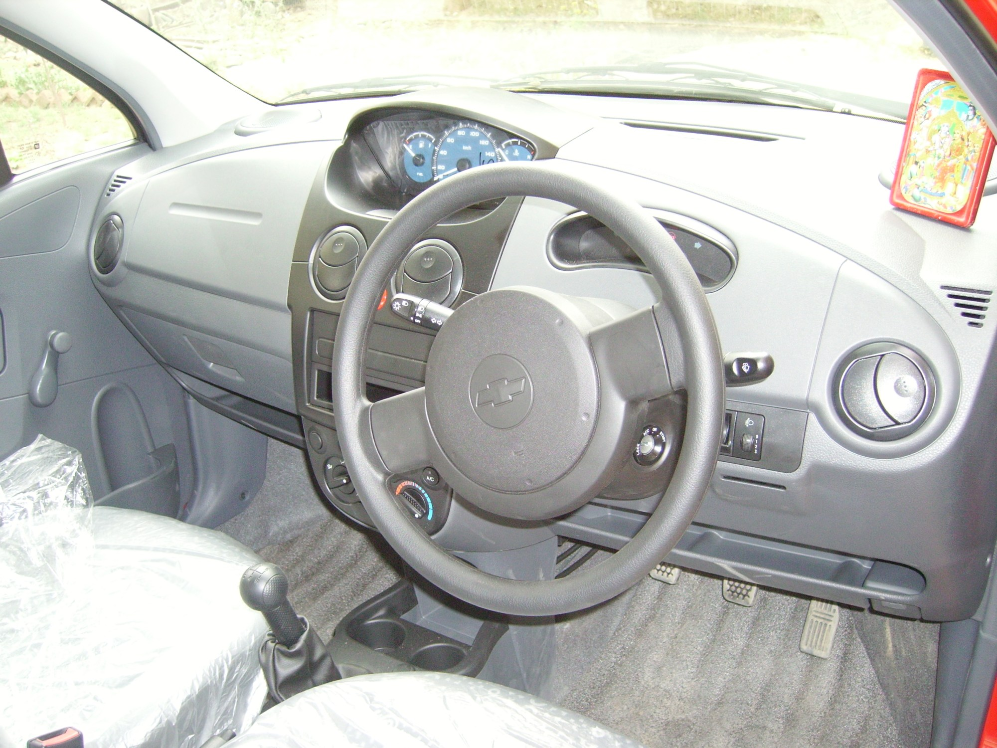 hight resolution of interior view with the centrally mounted dashboard console