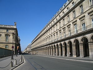 Rue de Rivoli as it runs along the north wing ...
