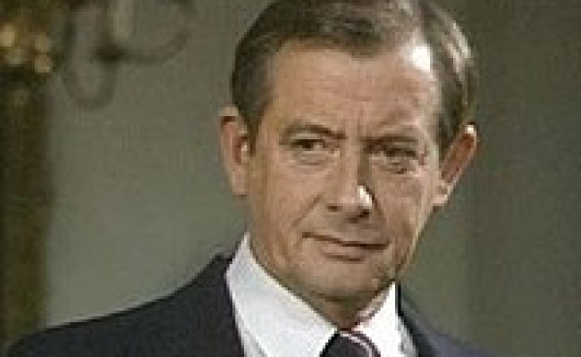 Bernard Woolley Wikipedia
