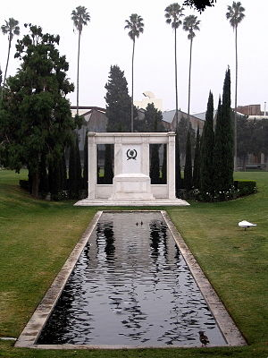 Douglas Fairbanks' grave at Hollywood Forever ...