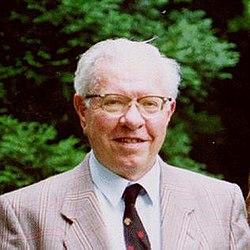 Fred Hoyle.jpg