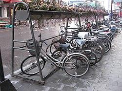 Parkir sepeda  Wikipedia bahasa Indonesia ensiklopedia bebas