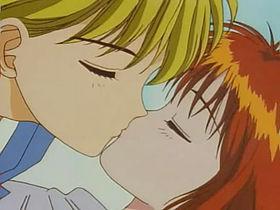 fotogramma del primo bacio fra Miki e Yuri