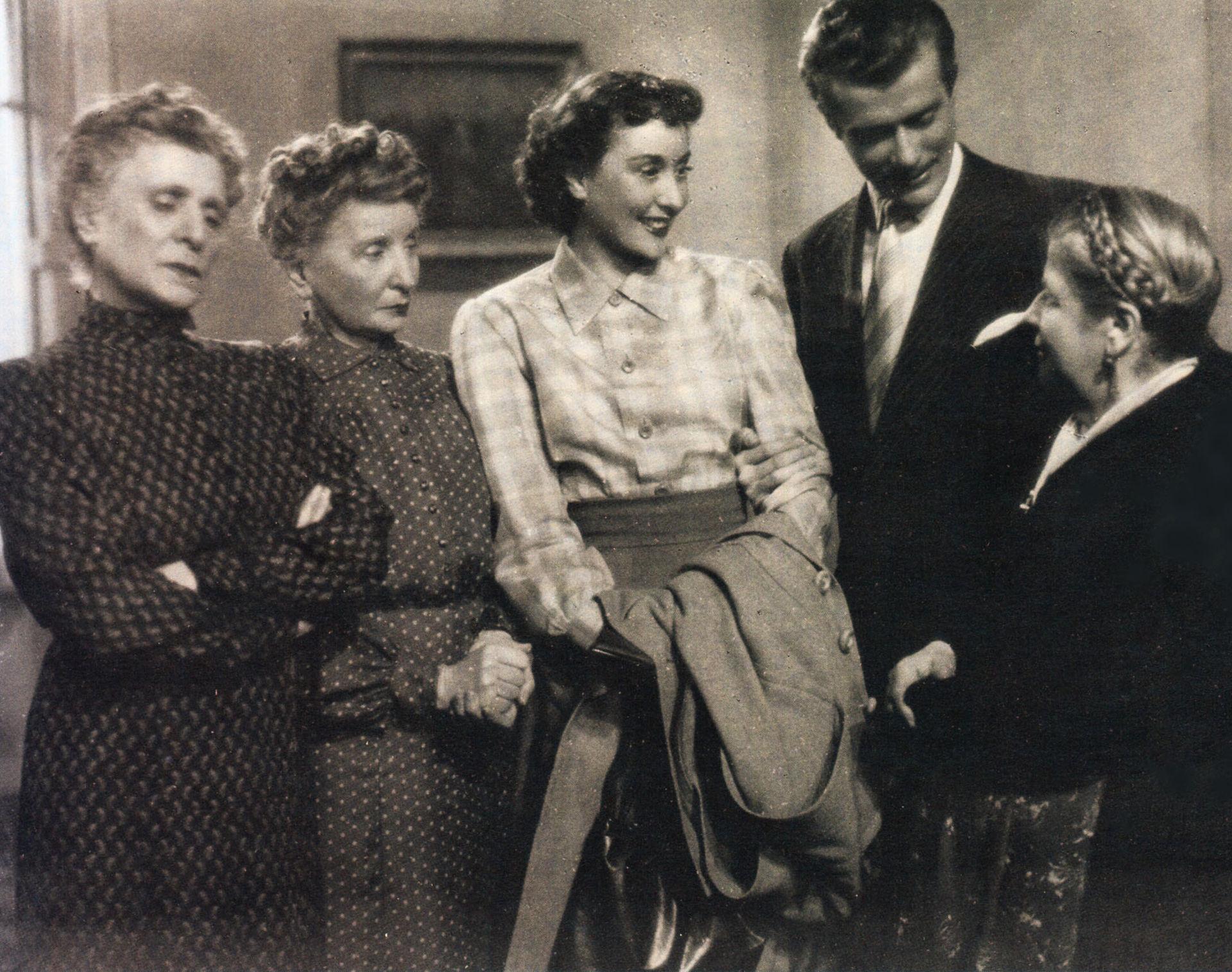 Sorelle Materassi film  Wikipedia