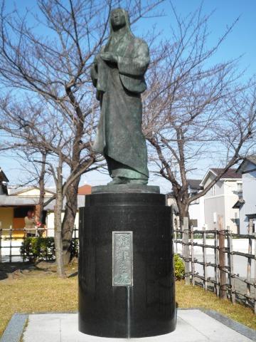 濃姫之像(清洲城模擬天守横)