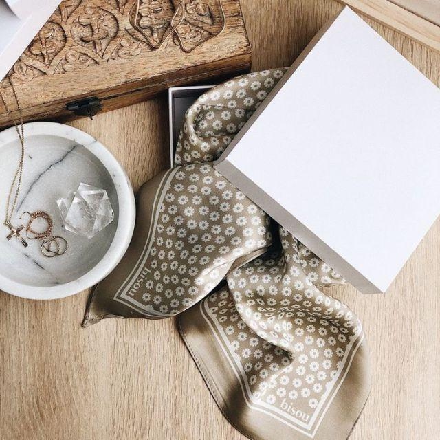 Lembrancinhas de Casamento - Lenço de Seda em Caixa Estilizada