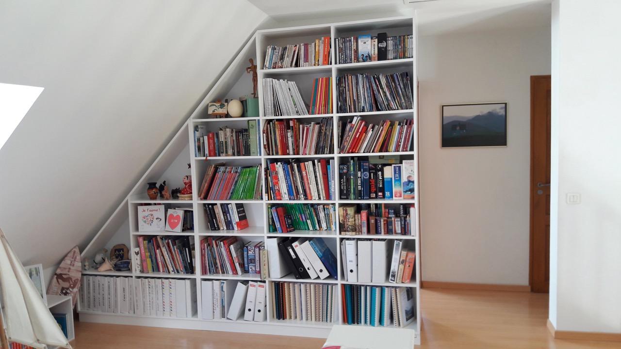 bibliotheque sous pente sur mesure