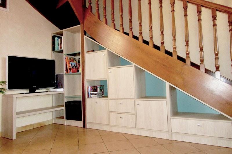 agencement sur mesure sous escalier