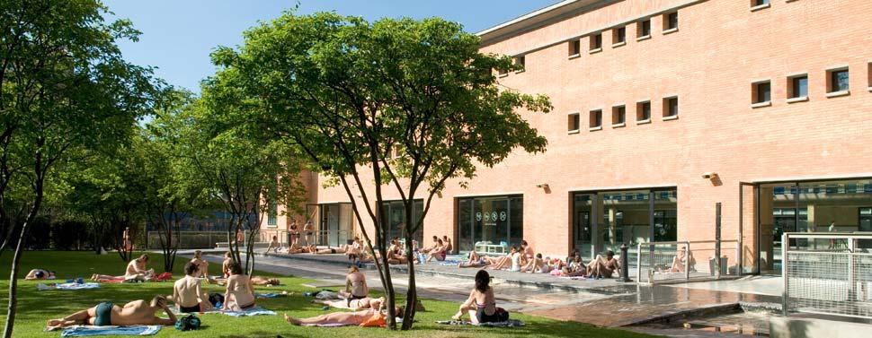 Les plus belles piscines en plein air de Paris