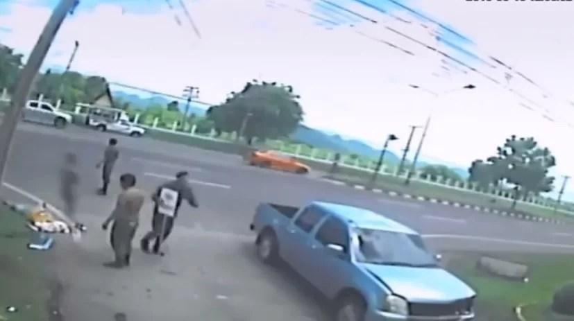 Screenshot 344 - IMPRESSIONANTE - Vídeo mostra suposto 'espírito' saindo de corpo logo após um acidente