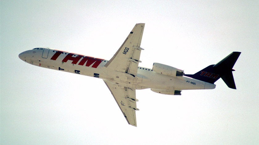 Image result for TAM Fokker 100 air crash 402