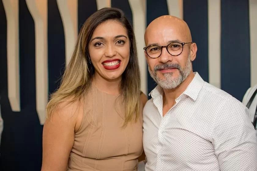 kartell sofa largo black leather swivel chair felipe e denise zuba inauguram flagship da em brasília