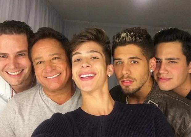 Leonardo com os filhos Zé Felipe, João Guilherme, Pedro Leonardo e Matheus Vargas