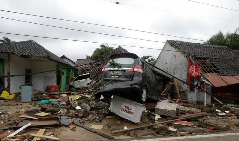 Tsunami na Indonésia deixa centenas de mortos e feridos