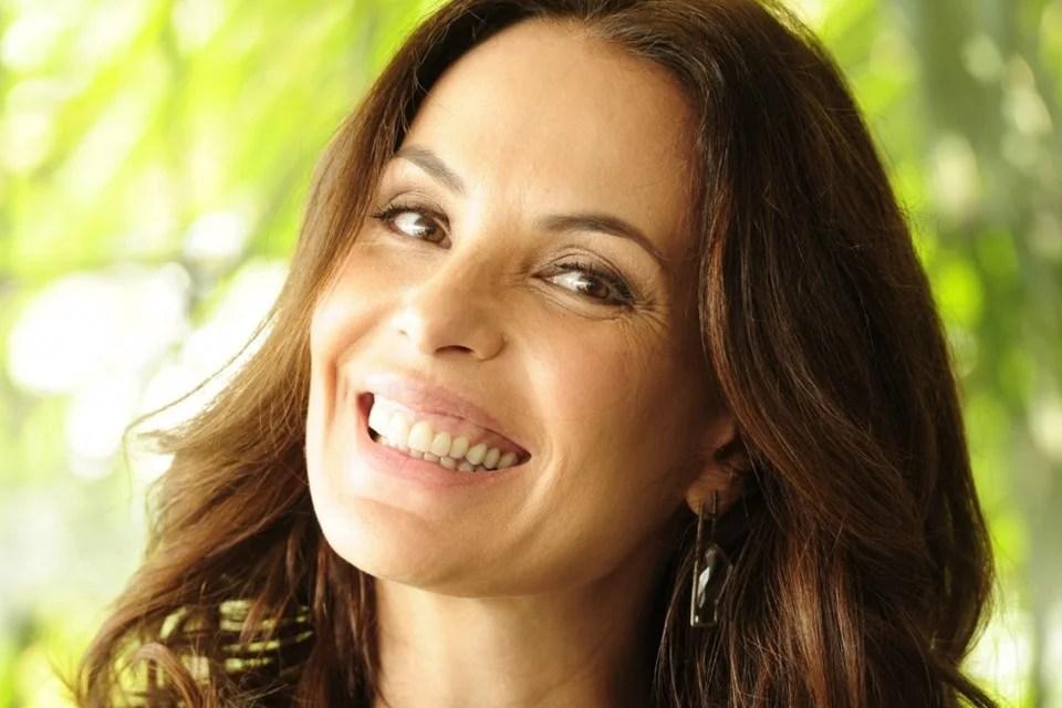 Carolina Ferraz grava primeira chamada do Domingo Espetacular