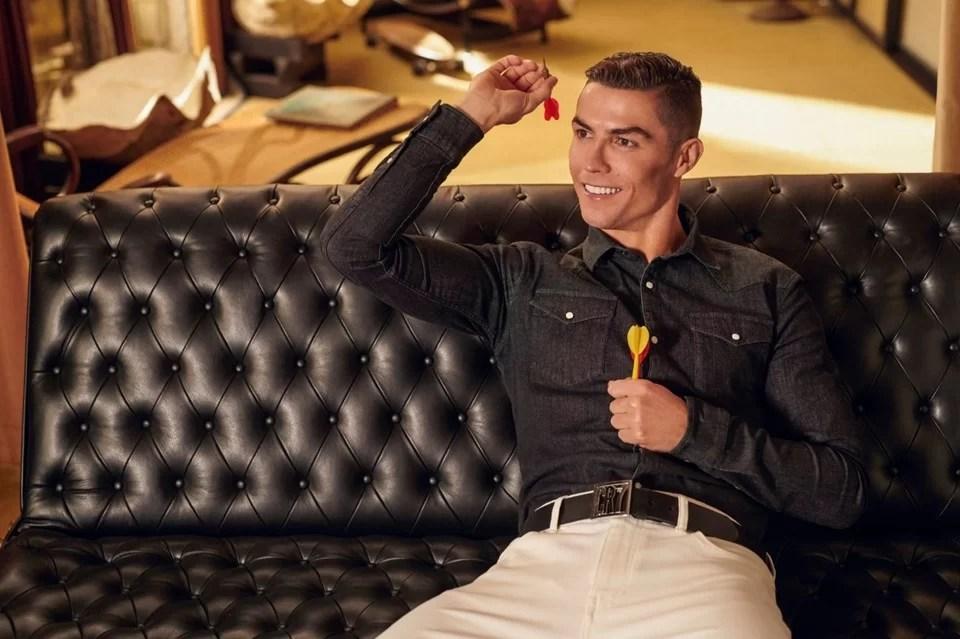 Cristiano Ronaldo com dardos