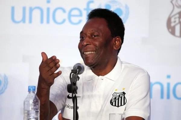 """Perto dos 80 anos, Pelé brinca: """"Não muito inteligente ..."""
