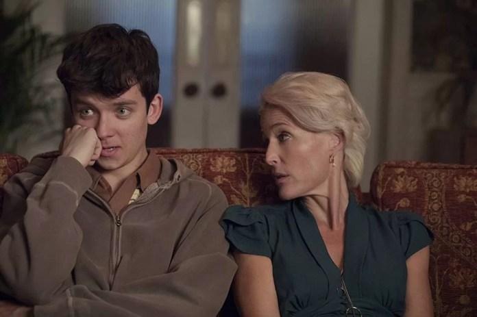 Asa Butterfield e Gillian Anderson na série Sex Education, da Netflix