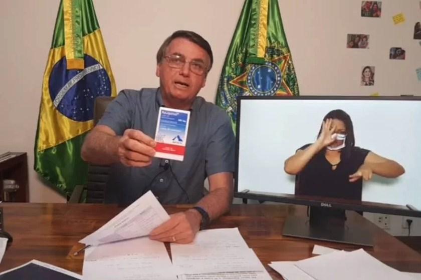 Bolsonaro displays chloroquine on live