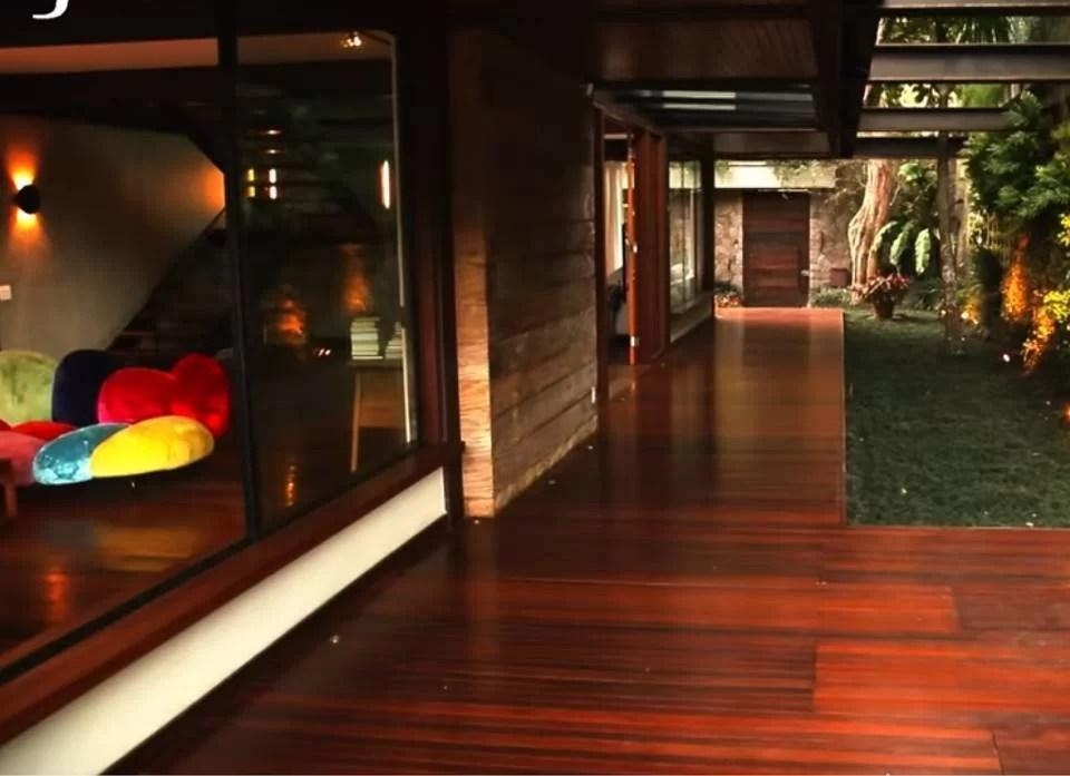 Pedro Bial mostra sua mansão luxuosa com pau-brasil no quintal. Veja fotos