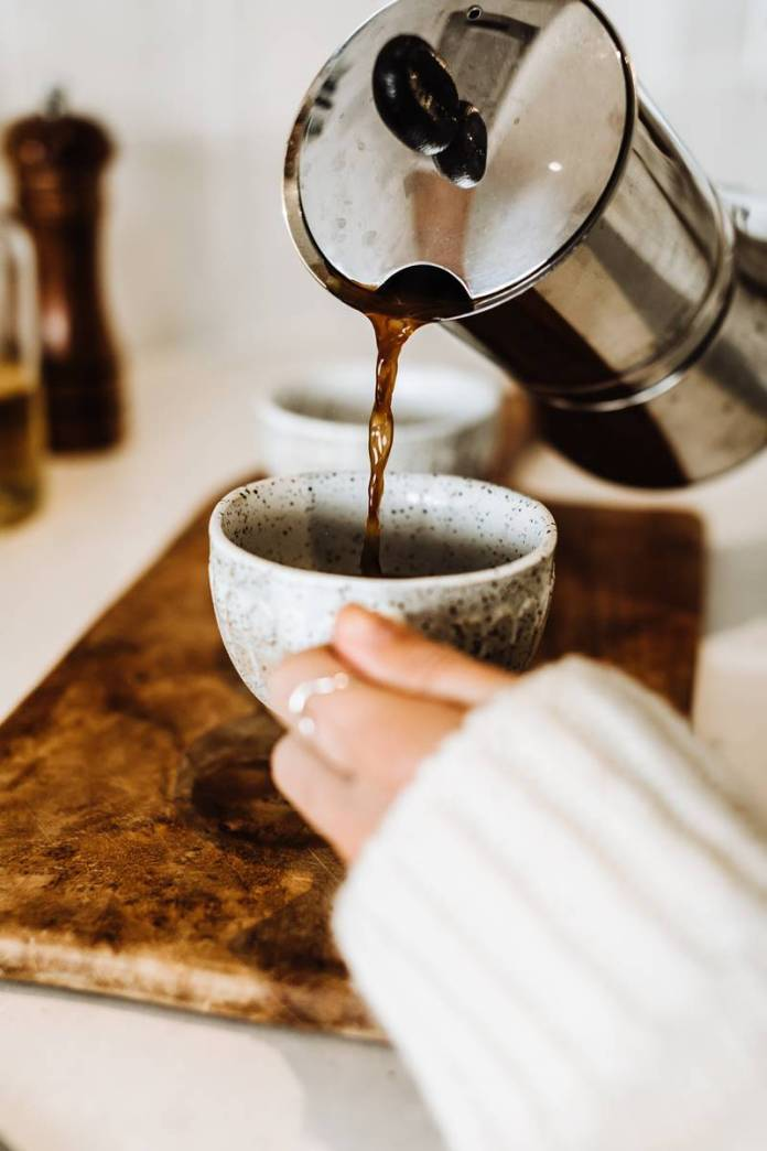 Café mão de mulher