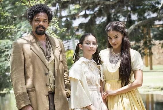 Dolores (Júlia Freitas), Pilar (Gabriela Medvedovski) e Samuel (Michel Gomes) em Nos Tempos do Imperador