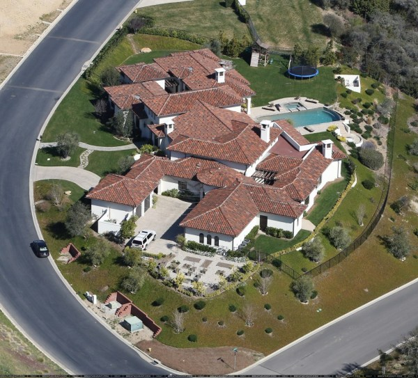 Of Insane Celebrity Houses. Bill Gates Home Ridiculous. - 18