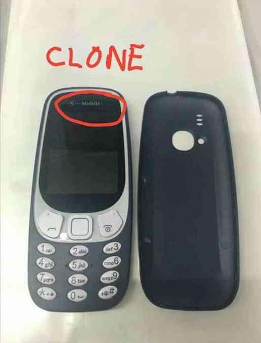 Väärennetty Nokia 3310 on ulkoisesti lähes samanlainen aidon puhelimen kanssa.