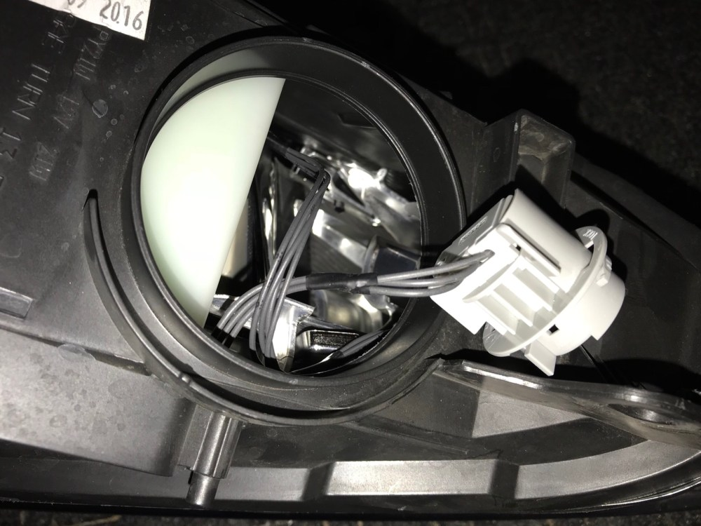 medium resolution of has anyone been able to track down the wiring diagram for the headlight also does anyone happen to know what kind of connector is used for the headlights