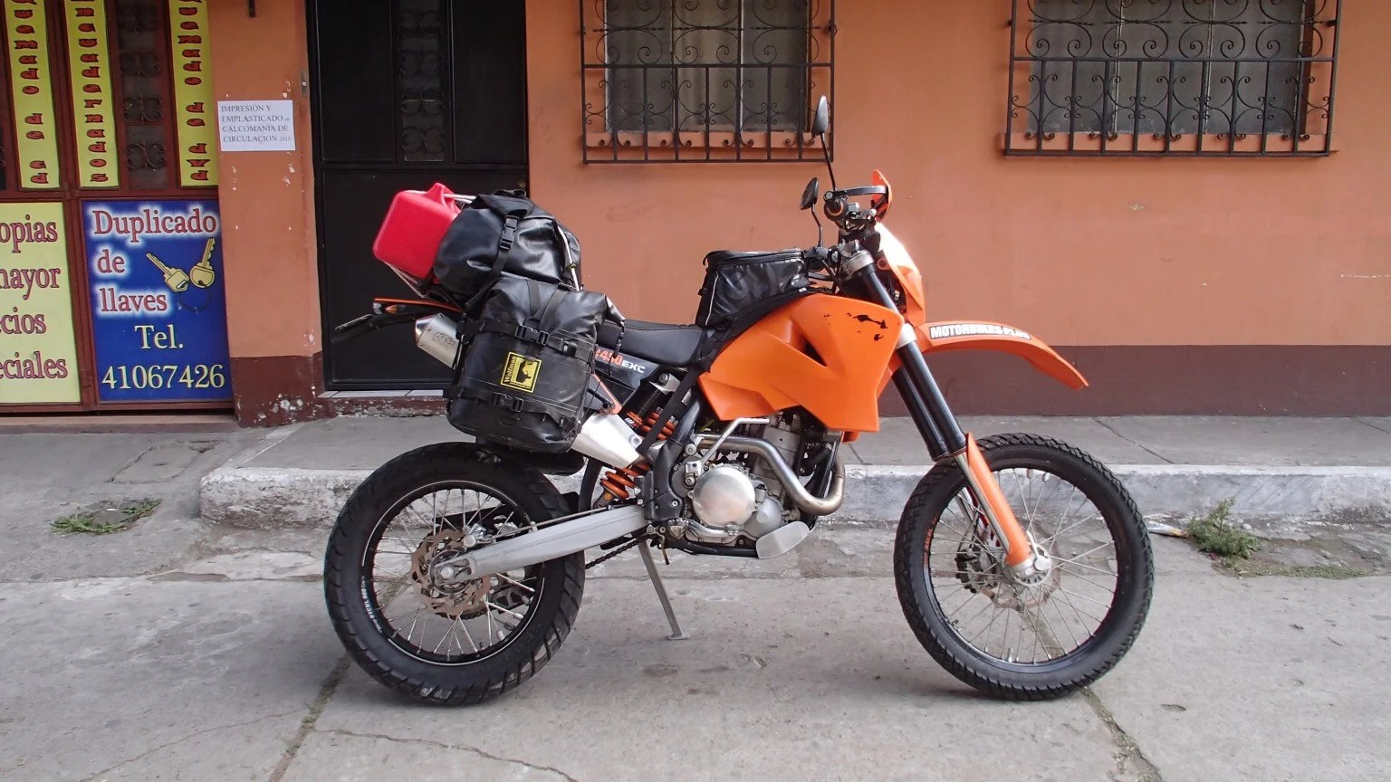 hight resolution of  gnarly stuff for a majority of his adventures and not covering the distances i did then it makes perfect sense but a 500 dirt bike as a world tourer