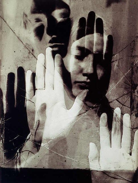 https://i0.wp.com/uploads1.wikipaintings.org/images/man-ray/dora-maar-1936.jpg
