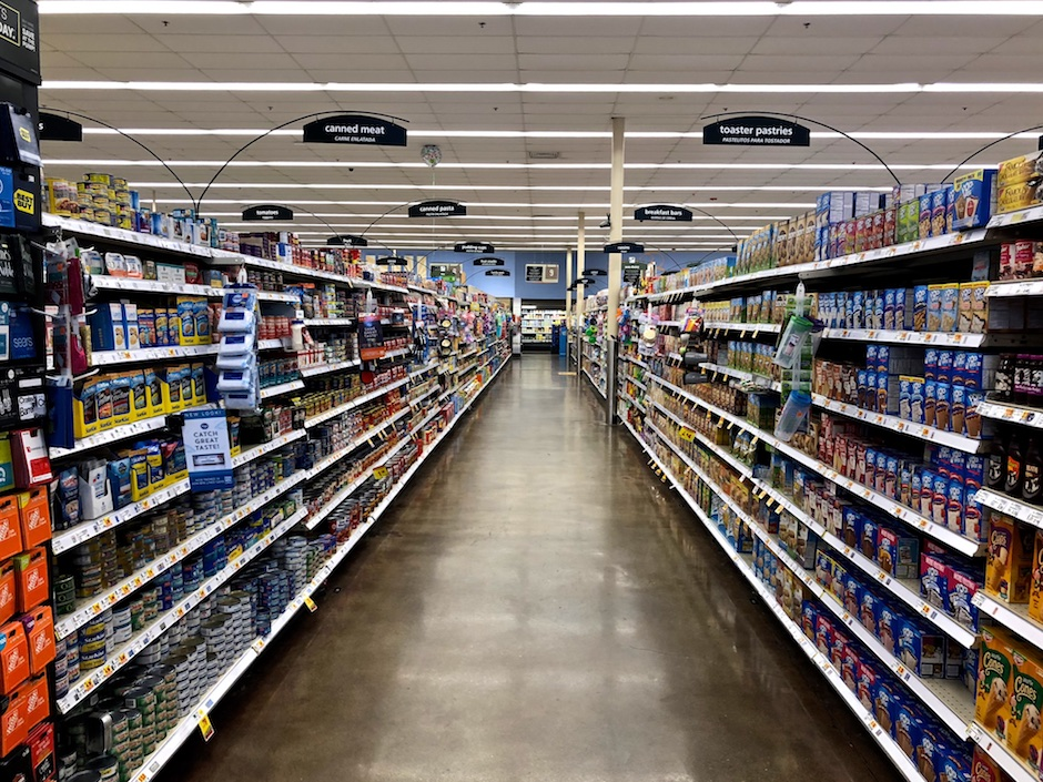 Photo of a grocery store aisle