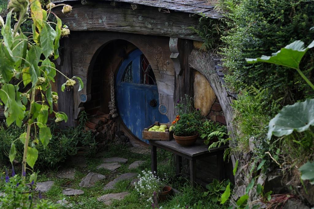 Hobbit hole at Hobbiton Movie Set Tour
